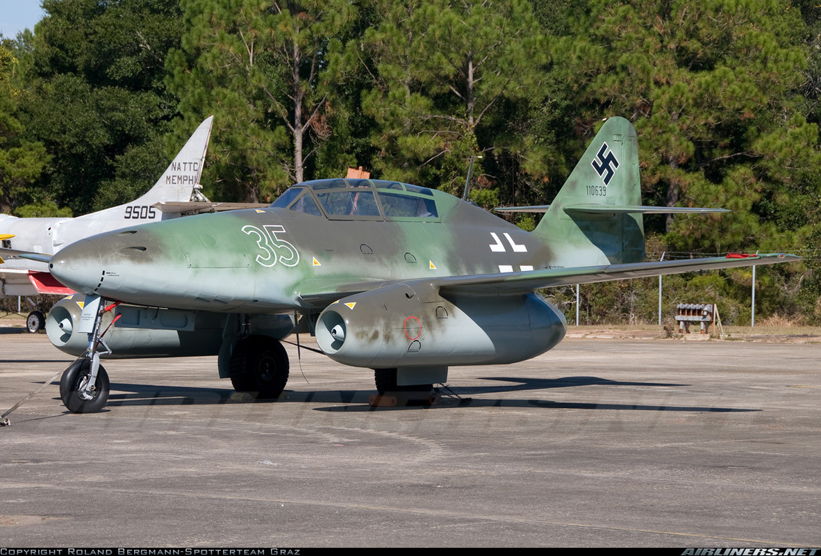 Messerschmitt Me 262B-1a Schwalbe, Nº de Serie 110639 está en exhibición en el Naval Air Station Joint Reserve Base Willow Grove en Willow Grove, Pennsylvania, EE.UU